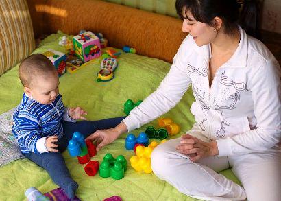 COMO SABER SE A BABÁ CUIDA BEM DAS CRIANÇAS