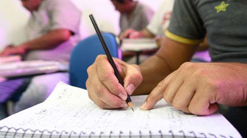 CURSO GRATUITO DE EDUCAÇÃO DE JOVENS E ADULTOS